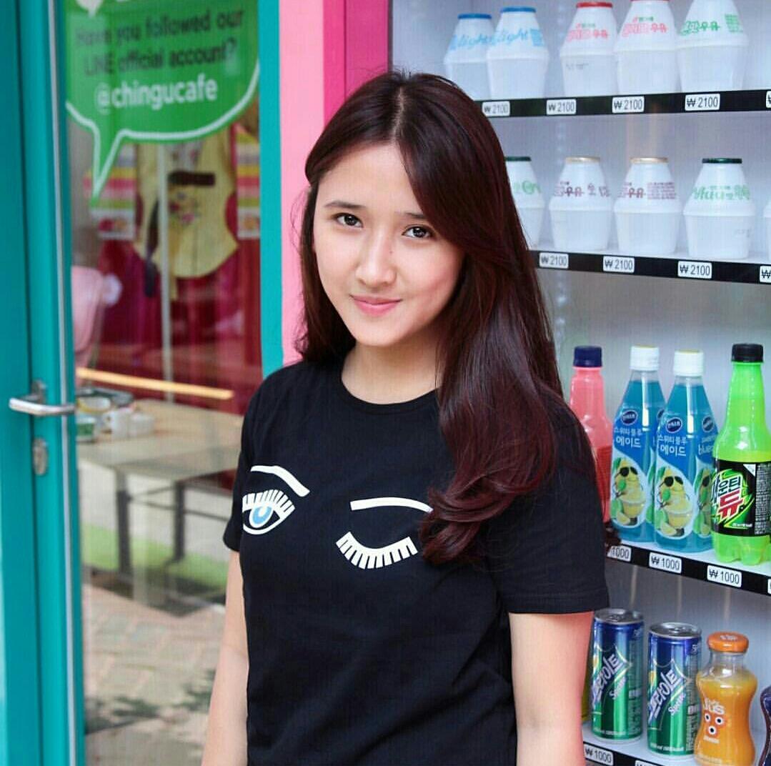 Tumblr Tee / T-Shirt / Kaos Wanita Lengan Pendek Eyes Warna Hitam
