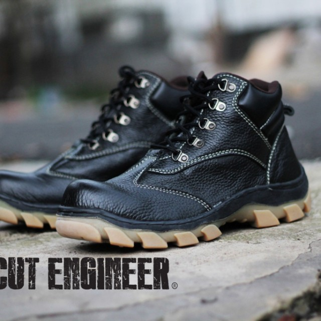 Cut Engineer Berry Kulit Asli Safety Boots Iron Black: Rp 877.500