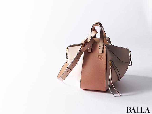 8e89e802389e バッグを見ればなんとなくその人のスタイルやファッション哲学、アイデンティティまでが見えてしまう、ということありませんか? そんなステディバッグを手にするため  ...