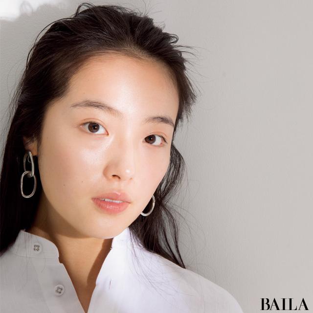 6874aa399781 抜け感ある今どき小顔ベースメイクのウソ・ホント (BAILA News) - LINE ...