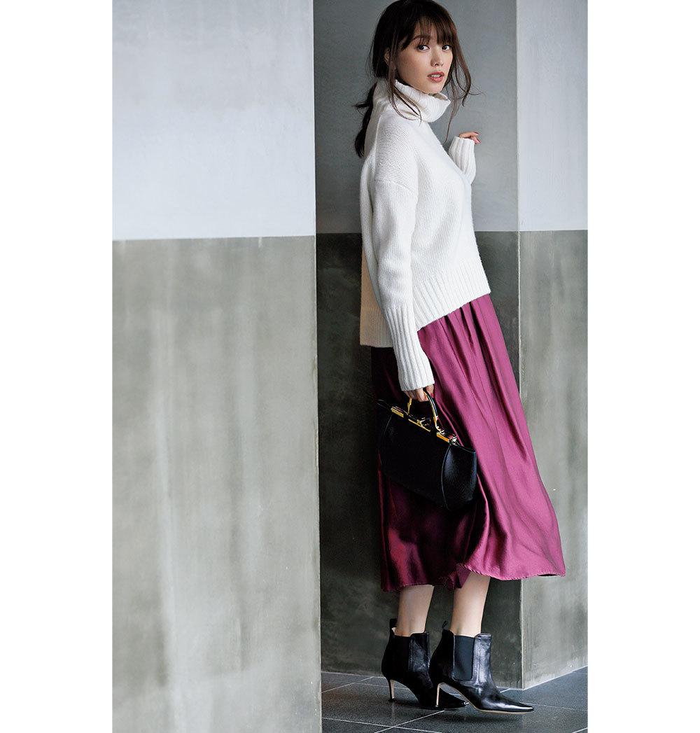 eec71f71be4bb 冬の定番、ニット×ロングスカートのワンツーコーデも、ニットを白にするだけで女らしさと上品さが劇的にアップ。ただし、ともすると甘く見えがちな組み合わせなので、  ...