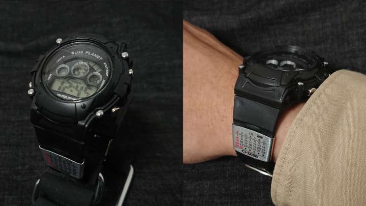 """855ed34711 エントリーNo.7 ダイソーで300円(税別)で売られている「ブループラネットG」、巷では""""Dショック""""と呼ばれる激安デジタル腕時計にも巻いてみました。"""