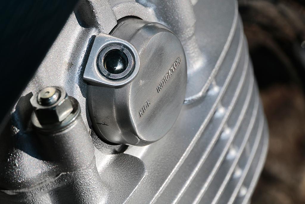 a28e06676ba8 キーをオン、ギヤをニュートラルにしてキックペダルを勢いよく踏むと、エンジンがかかる、はずです。