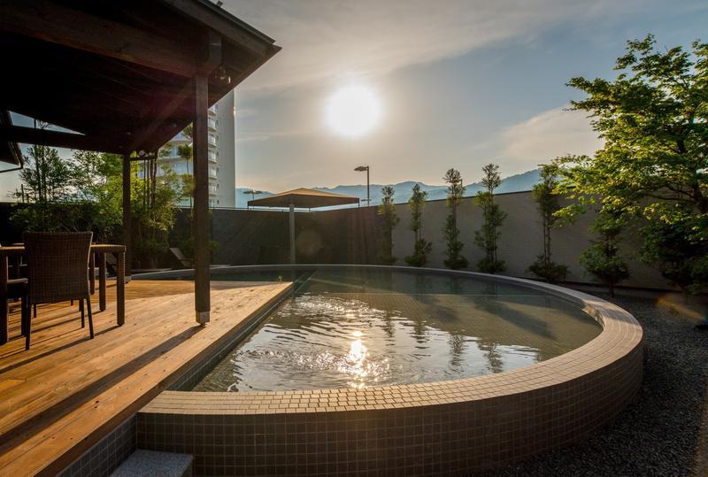 acc35417cca 【瑠璃浜 グランピングリゾート】京都の歴史的景観を楽しみながらラグジュアリーな非日常時間を. プライベートプール ...