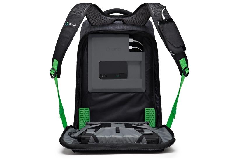 a1dc13dc4ca0 カバンの底部にはショック吸収のデザインを装着しているのでデバイスとバッテリーをちゃんと保護してくれるとのこと。バッグは防水加工もされているので雨からも  ...