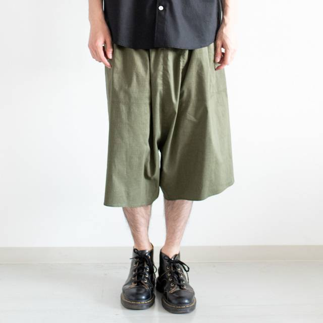 302d1bd1dafe7 BDUのジャケットやフルレングスもパンツはよく見かけますが、ショーツは珍しいのでは? ちなみにドカっと太めに穿くなら、Lサイズを選ぶのがおすすめ。