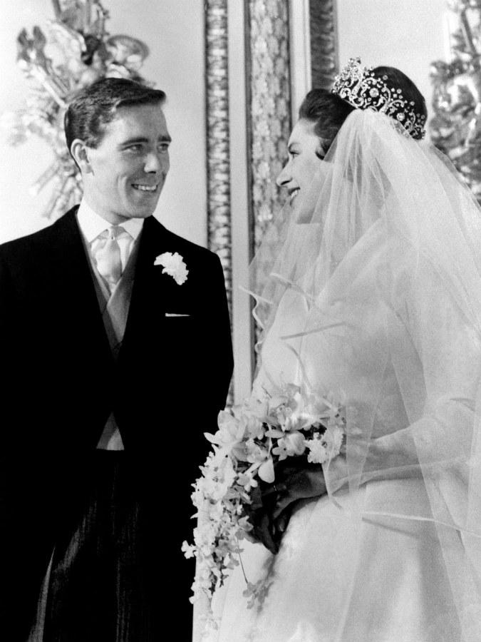 歴史的な皇室の結婚式 (Esquire...