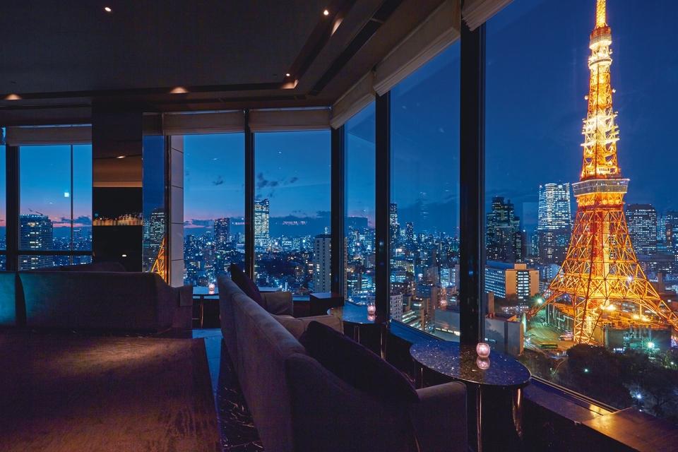 05c46f5918351 「ザ・プリンス パークタワー東京」33Fにある「スカイラウンジ  ステラガーデン」は、カウンターとペアシートから眺める夜景が最高に贅沢。東京タワーを手中に収め ...