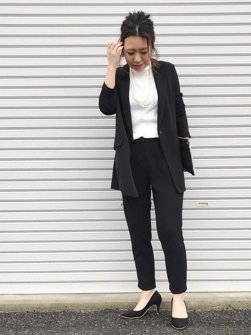 825fdc586cae8 ちょっと長めのジャケットは、セレモニーコーデにこなれ感が出て◎、パンツを合わせてパンツスーツ風のハンサムスタイル。インのトップスはSLOBE  IENAのもの。