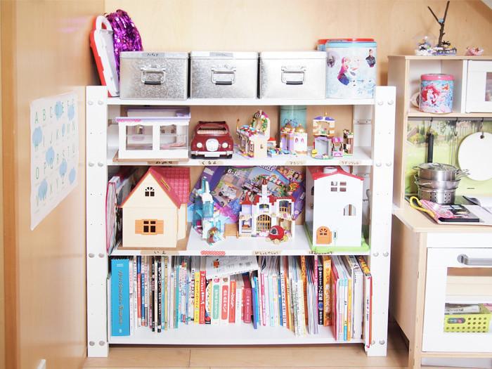 df6a013032 一見片付けがしやすいようで、すでに収納時の原型を保っていないおもちゃ棚。やわらかポリエチレンケースでびしっと整頓してみました。子供でも引き出しやすいように、  ...