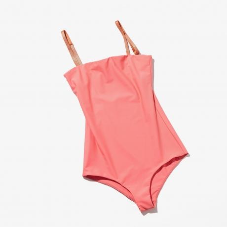 4150fd652cd 引き続き人気のワンピースタイプの水着。日本人の肌に馴染む黄味寄りのコーラルピンクなら、日焼けする前と後、どちらの肌色にも似合いそう。レザーのストラップ使いが  ...