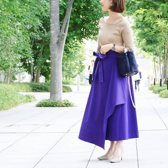 8371716f7cdb9 ... 落ち着いた印象になります。 Instagram.com(  ry.0123) 紫コーデが初めてな人にもトライしやすい、ベージュと紫の2色に絞った シンプルコーデ。