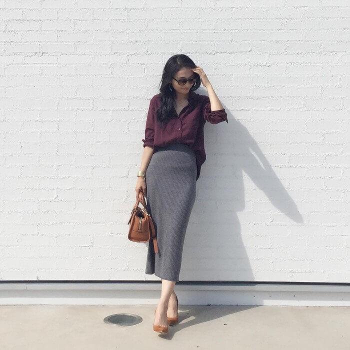 e49d125349b91 無条件できちんと見えする襟付きシャツはオフィスカジュアルの強い味方。小物も上品なブラウンでまとめて大人リッチな装いに。