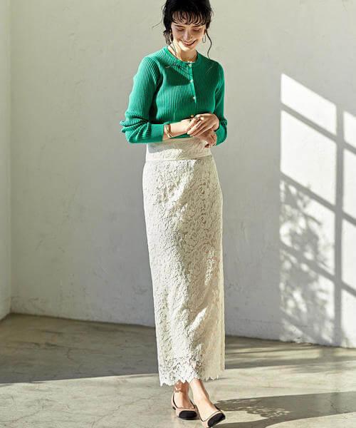 68d4e24ad7b3a グリーンリブカーデ×白レーススカートは、カーデの色とスカートの素材感を引き立てあう絶妙な組み合わせ。鮮やかなグリーンカーデをタックインでコンパクトに見せ、I  ...