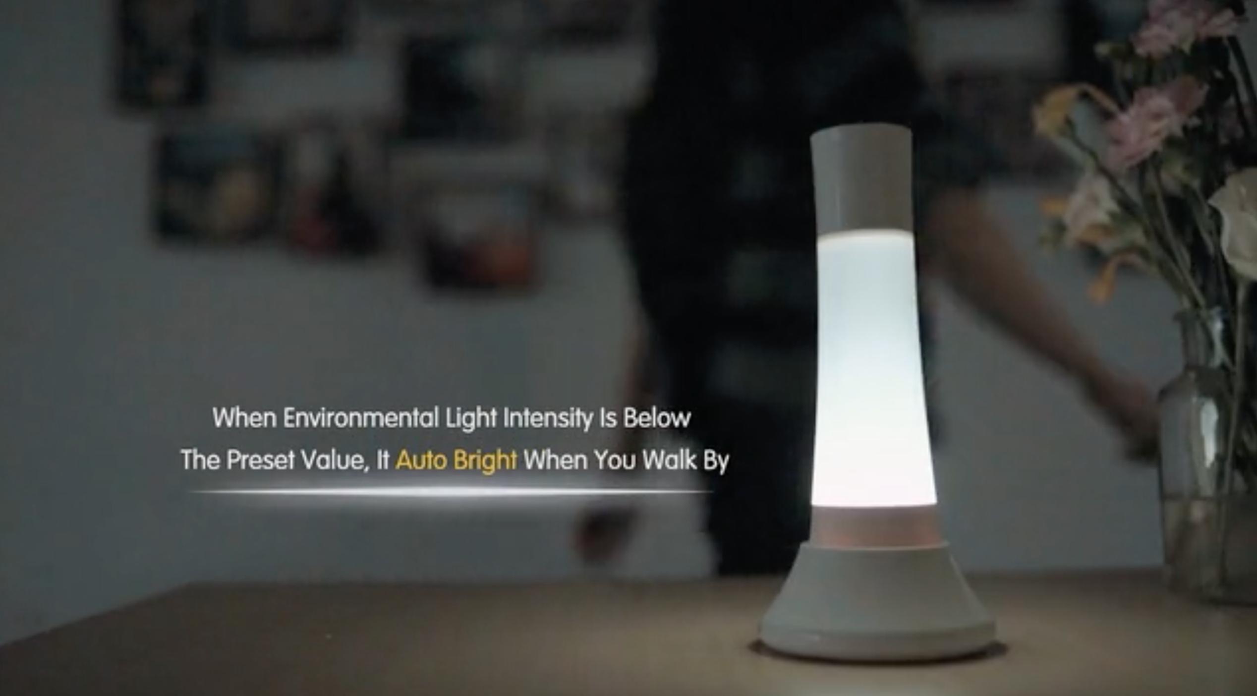 0bdfbcb4c8dd スタンド内部に距離6メートル、範囲120°の人感センサーが内蔵されており、通り過ぎると自動で点灯してくれるので、夜間などに便利だ。