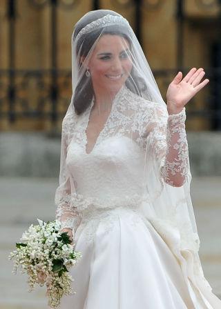0909aface9fc7 キャサリン妃のウエディングドレスに隠された7のトリビア (COSMOPOLITAN ...