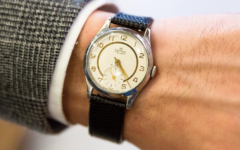 14b870c50a ドレスに合う時計として、初めて購入したのがコレ。以来ずっと着けています。ベルトは黒に変更して、小物と統一感を出しています。(シップス 渋谷店  副店長/伊藤 誠 ...