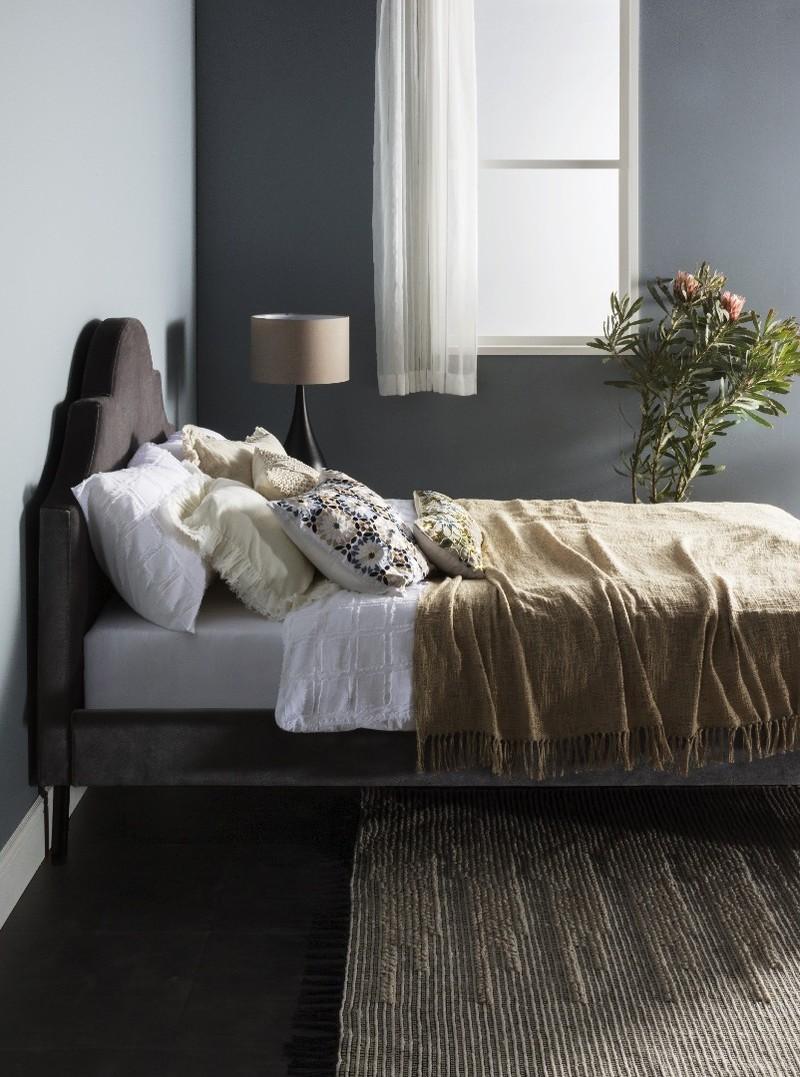 934c3fb6c0 床の色や壁の色、窓の形は? お部屋の雰囲気を見極めようインテリアスタイリスト・長山智美さんが最初に教えてくれたのは「インテリアコーディネートの基本」。