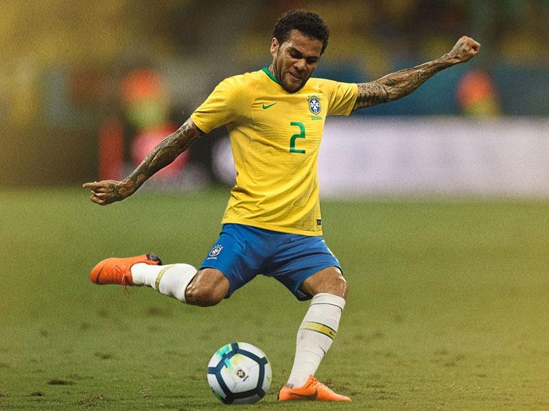 ブラジル代表、W杯ユニフォーム...