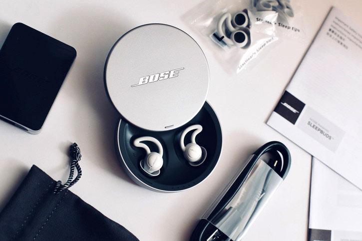 a06202aaa2 オーディオ機器で有名なブランドBOSEから発売中のイヤホン、NOISE-MASKING  SLEEPBUDSは、ノイズマスキング機能とヒーリングサウンドによってスムーズな入眠に誘って ...