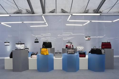 983456902a06 毎シーズン、楽しいサプライズに満ちあふれたバッグやシューズなどを提案している、イタリアのブランド「フルラ(FURLA)」。2月のミラノファッションウィーク中に開催  ...