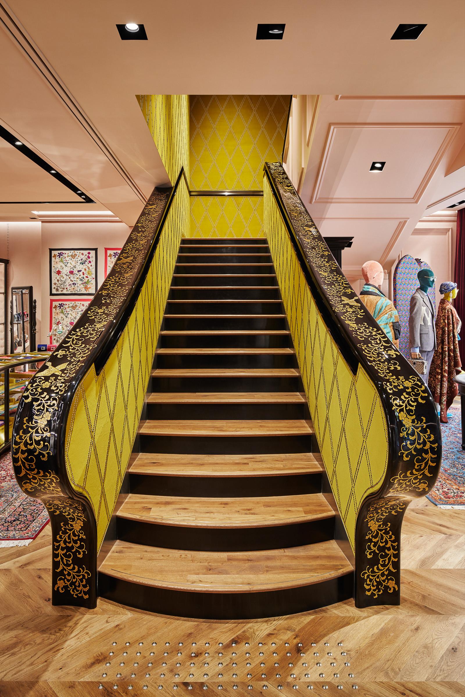d27ed05cd762 「グッチ(Gucci)」が9月14日、東京・青山のフラッグシップショップをリニューアルオープンした。グッチ銀座やグッチ新宿店に続き、クリエイティブディレクターの  ...