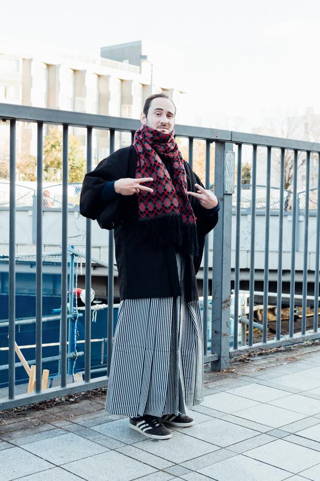 2c1d610b437 アイシャさんの着物はレトロモダンな浴衣 や着物を扱うブランド「ふりふ」のアイテムで、「ミルク(MILK)」のハートバッグでガーリーな雰囲気に仕上げています。