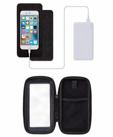 a0c8bbf3f2 スマートフォンをホルダー中央にセットして操作ができる。余りのスペーサーを切り取り貼り付けると、iPhone以外のスマートフォンも使用可能だ。