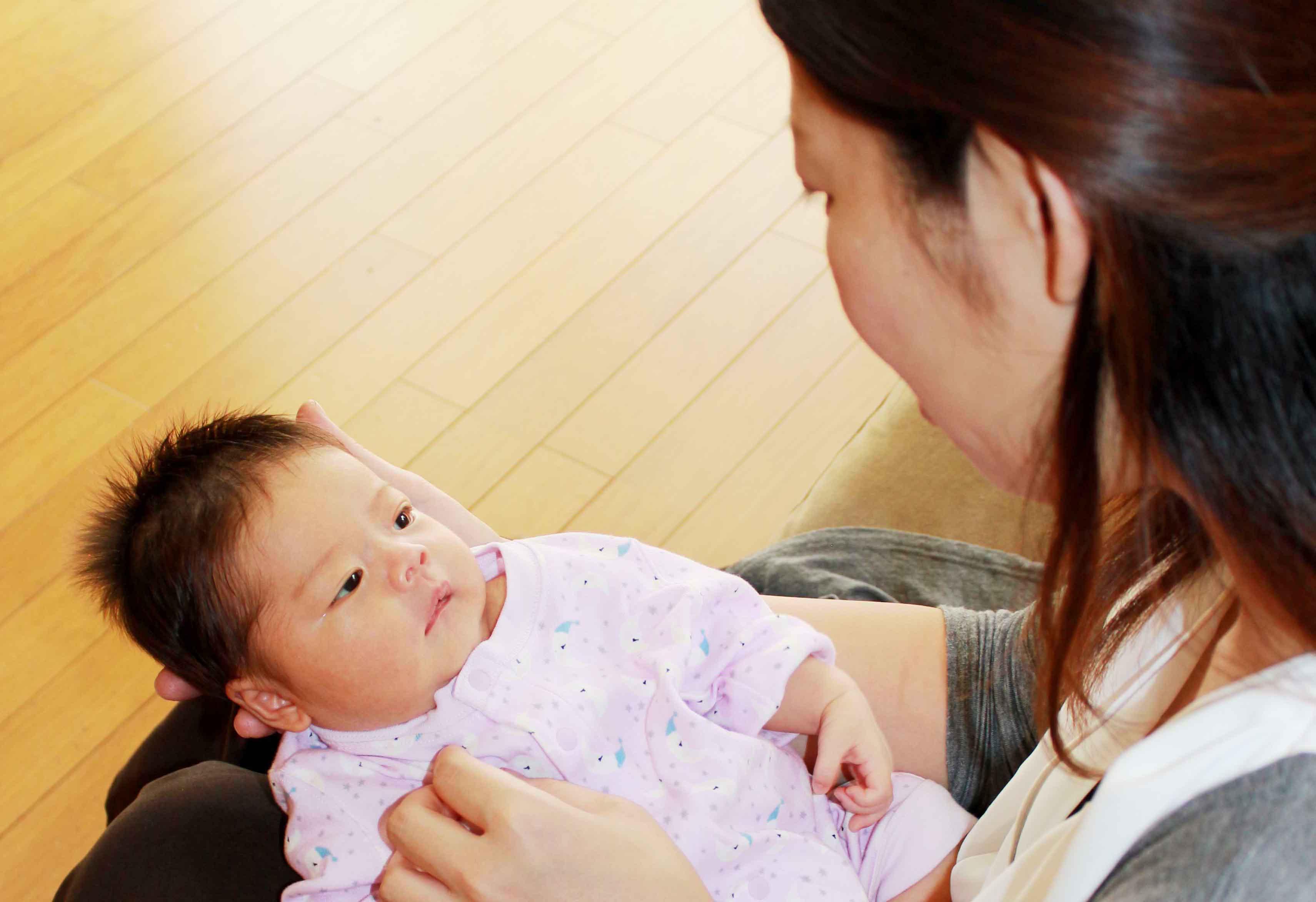ba2cc03598c5d 3人のお子さんを持つ香ママも、育児についてはまだまだ疑問があるようです。香ママのお悩みに、クックパッドベビーおなじみの助産師 REIKOさんが答えてくれました。