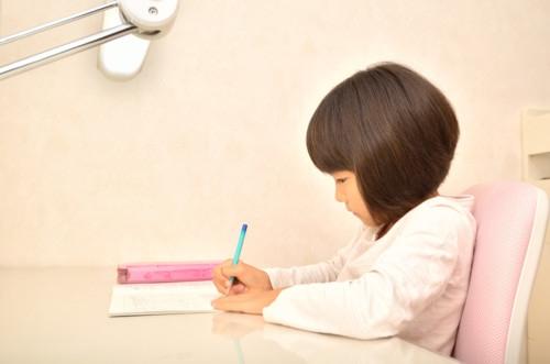 74f312638e 鉛筆の正しい持ち方はいかがでしたか。子供に鉛筆の正しい持ち方を教えなければいけないときに参考にしてみてくださいね。